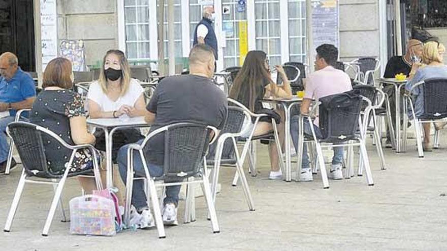 El área sanitaria de Pontevedra empeora con más brotes, uno en un edificio en Marín bajo vigilancia