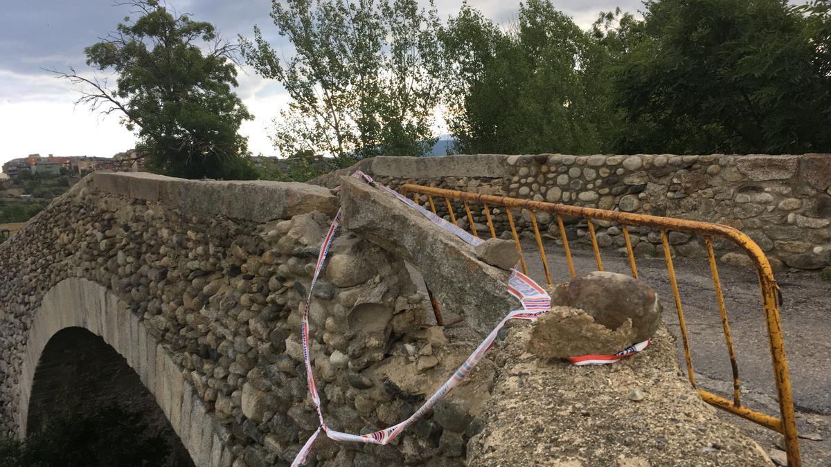 L'estat en el que ha quedat el pont de Sant Martí d'Aravó pel costat de Guils