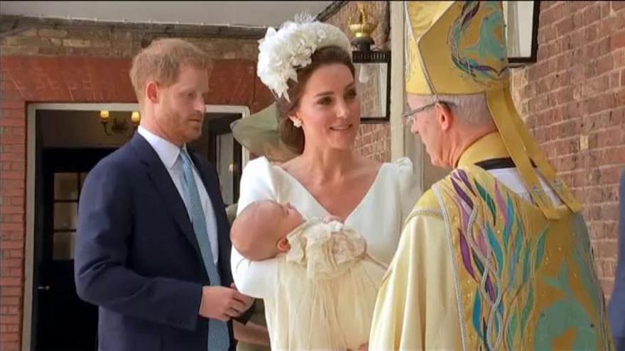 Los duques de Cambridge bautizan al príncipe Luis