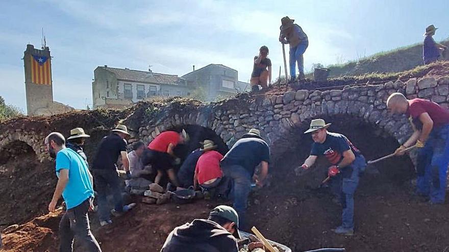 Artés recupera  tres arcades de pedra seca en el marc de la Festa de la Verema