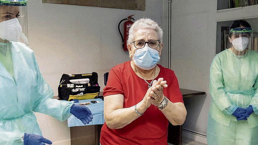 Medio millón de gallegos de más de 70 años recibirán la vacuna del COVID-19 a partir de marzo