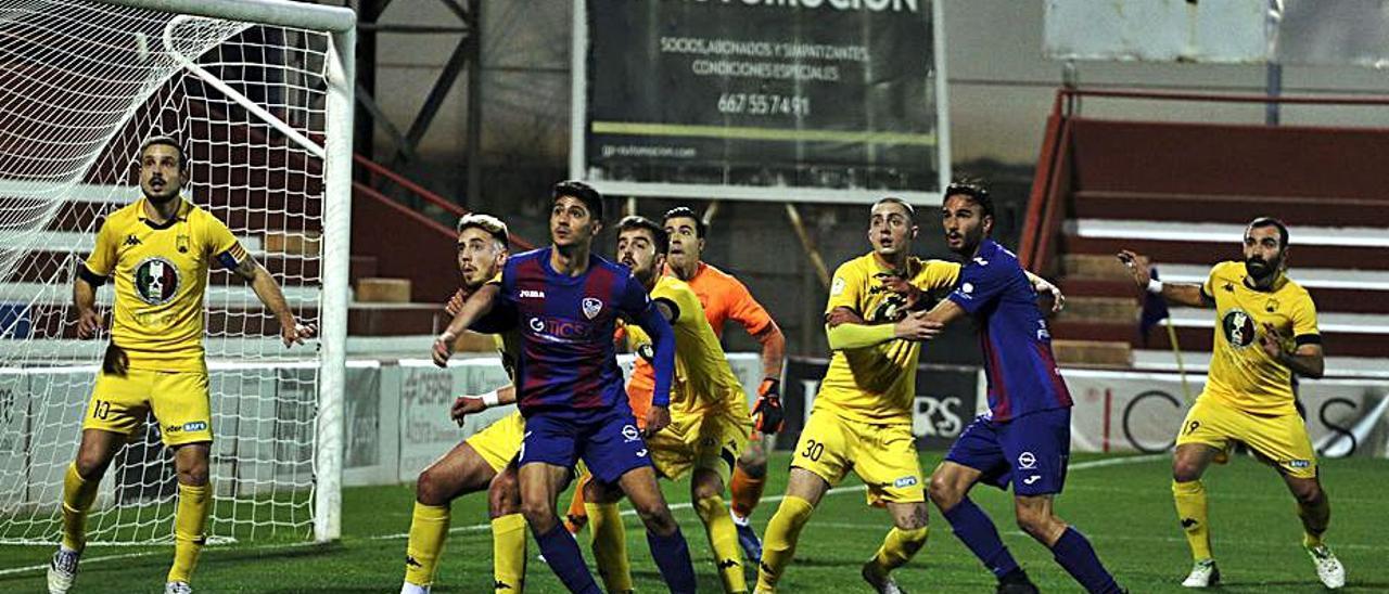 Lance de un partido de esta temporada de la UD Alzira. | JOSÉ GÓMEZ