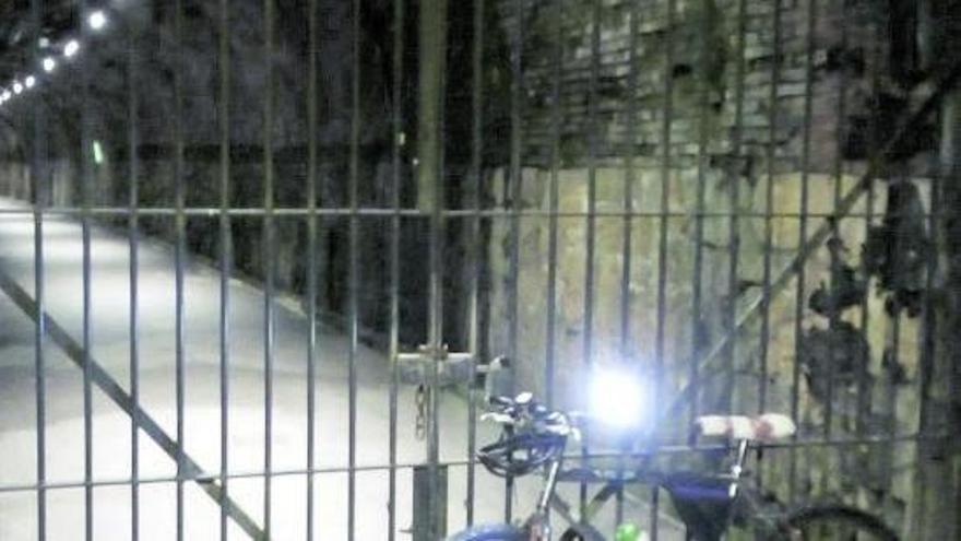 Cierran el túnel de Santo Domingo incumpliendo el horario, alertan los usuarios