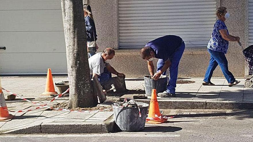 Moaña inicia un plan para arreglar las aceras del centro urbano
