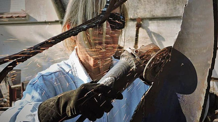 Àngels Freixanet alça arrels de ferro a la Torre Lluvià