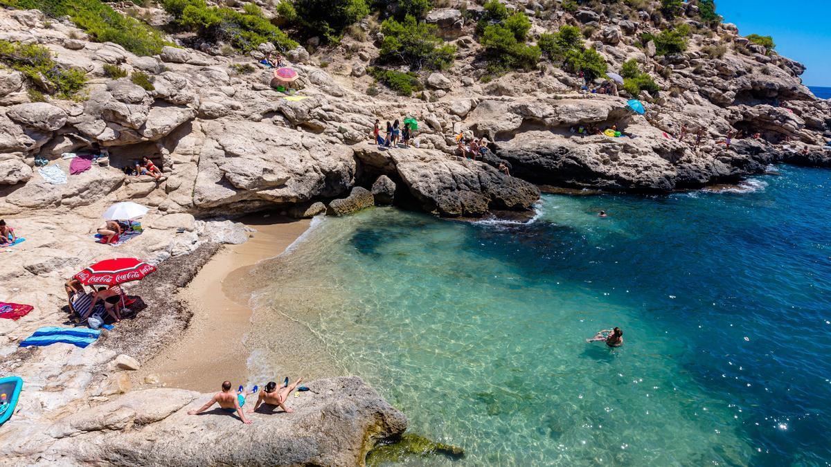 Playa nudista Racó del Conill ubicada en La Vila Joiosa
