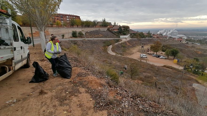 Toro promueve una jornada medioambiental para limpiar parajes verdes