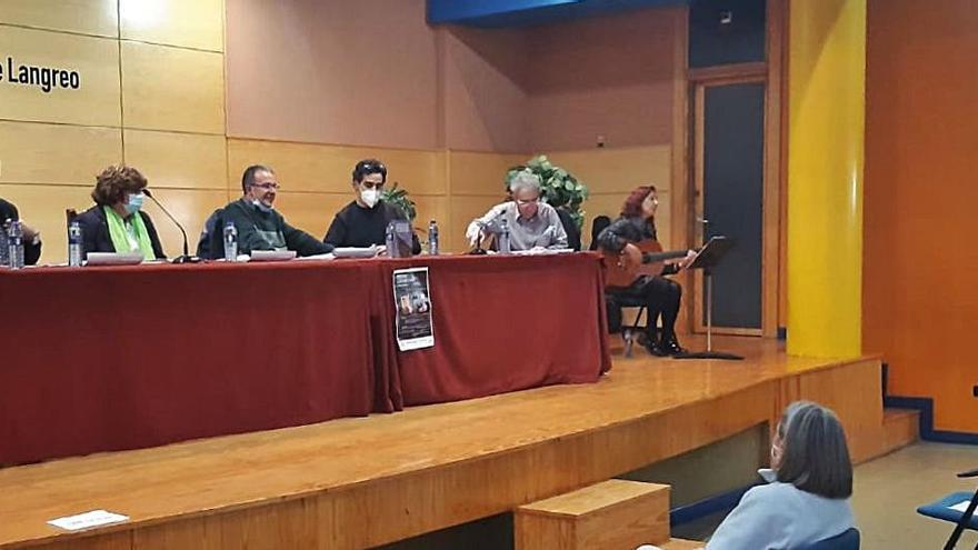 La poesía brilla en la Casa de Cultura de La Felguera con una triple presentación