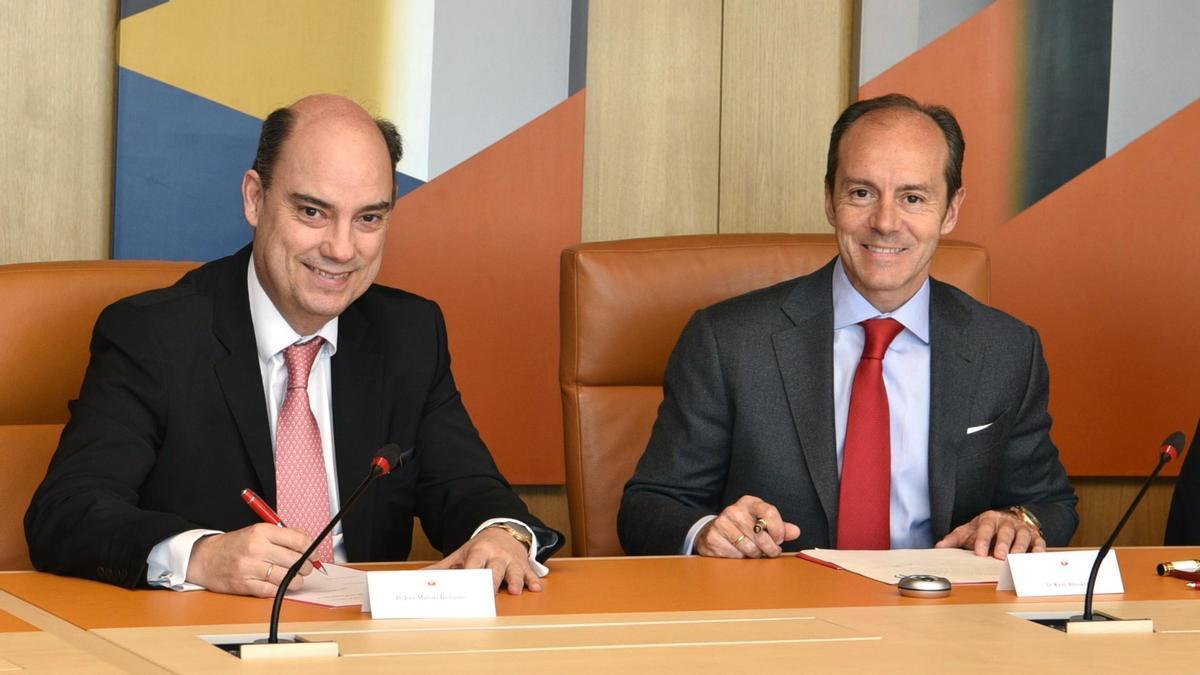 Firma del acuerdo entre Banco Santander y MAPFRE.