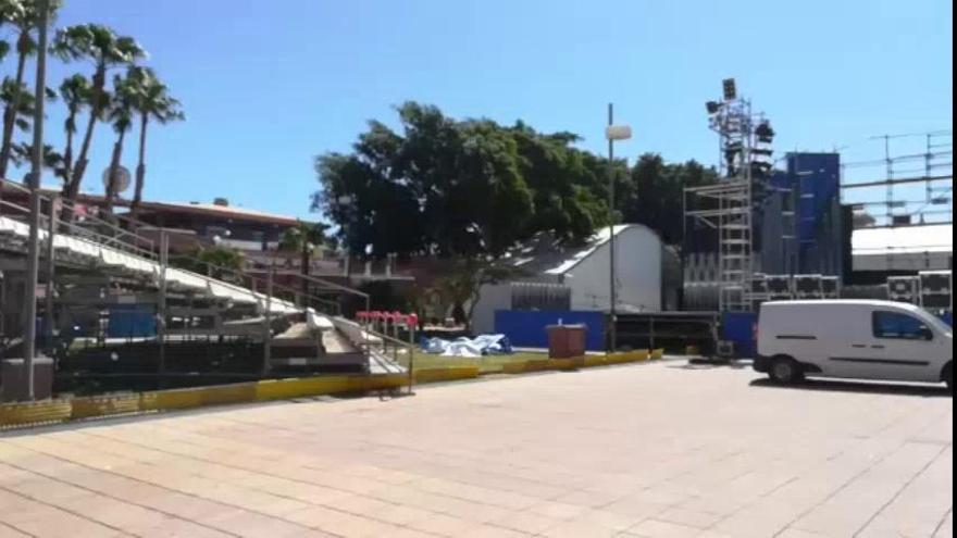 Desmontan el escenario del Carnaval de Maspalomas