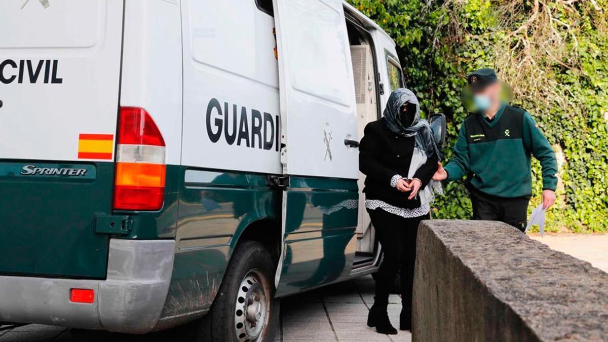 La condenada, en el momento de su llegada a los Juzgados de Vigo