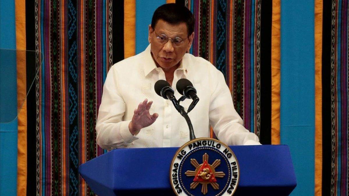 Duterte ordena arrestar a todo el que no lleve mascarilla