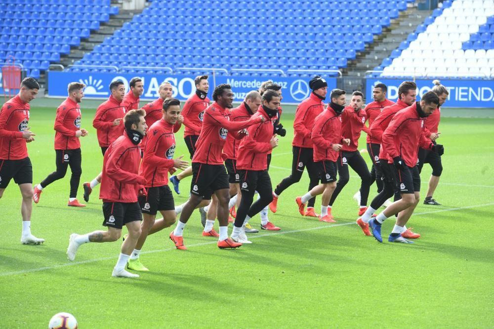 Los futbolistas realizaron ayer en Riazor la última sesión de entrenamiento antes del partido de esta tarde contra el Rayo Majadahonda.