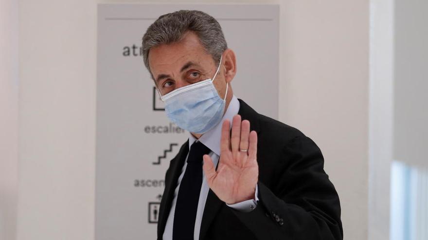 """Sarkozy tacha de """"infamias"""" las acusaciones contra él en su primer juicio por corrupción"""