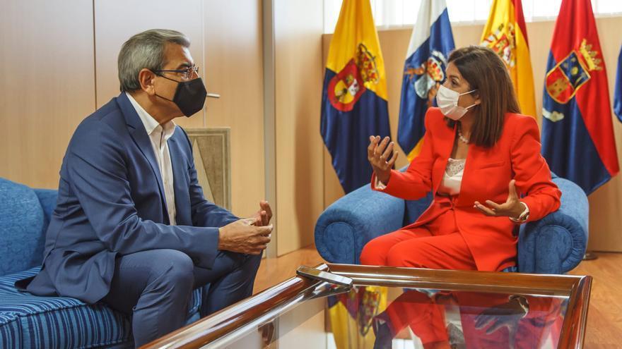 El Gobierno de Canarias financiará la rehabilitación del polideportivo Paco Artiles