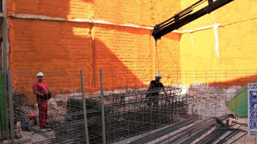 Reconstruyen una vivienda demolida tras el terremoto en Lorca