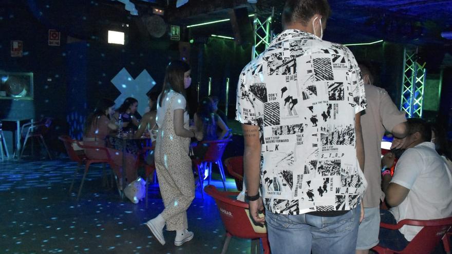 Los bares de noche deben elegir si abren como cafés o discotecas en Zaragoza