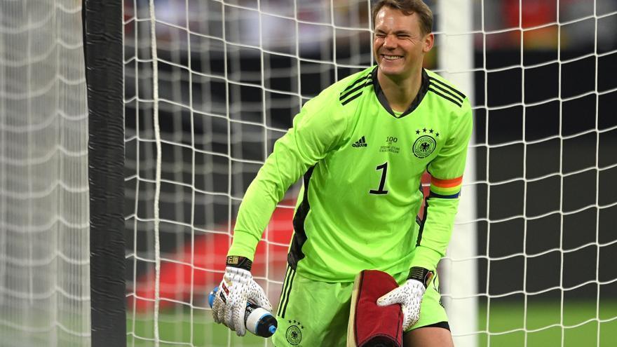 La UEFA no sancionará a Neuer tras investigar su brazalete arcoíris