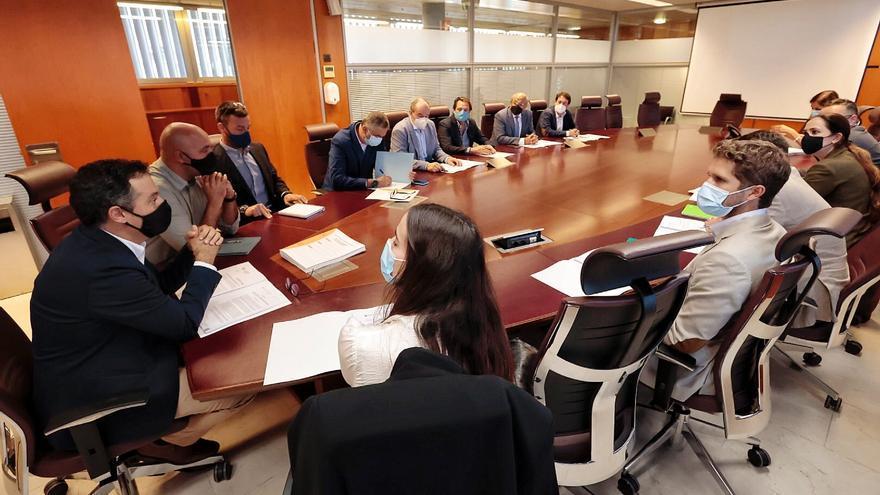 Santa Cruz defiende ampliar la superficie de los 'súper' para generar inversión