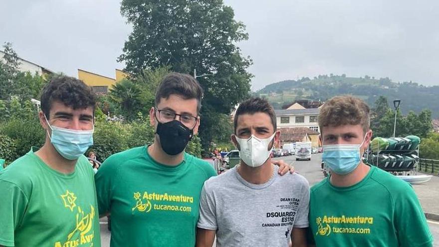 David Villa se lo pasa en grande en Asturias: de karting con Javi Villa y Descenso del Sella con su familia