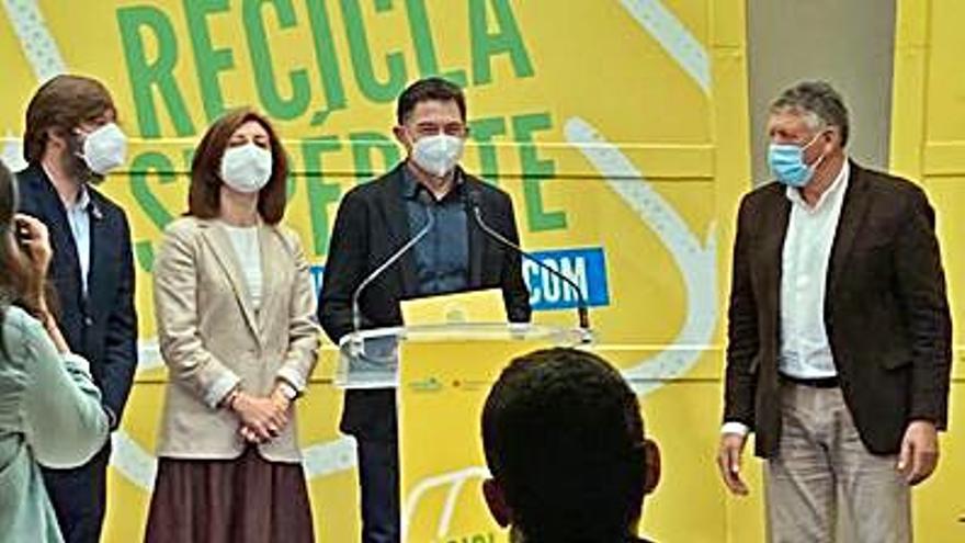 Reboredo recoge el premio de la campaña del contenedor amarillo