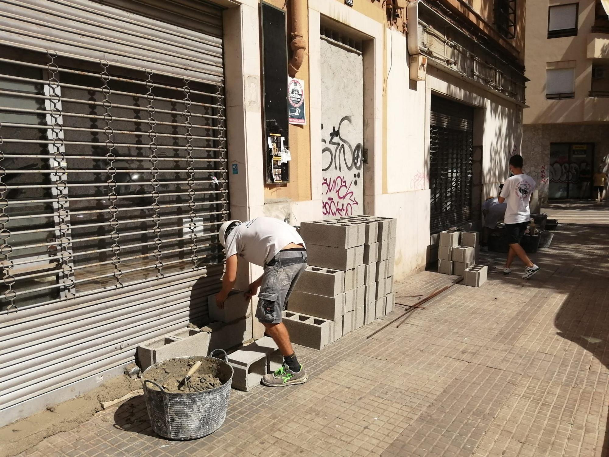 Tapian el edificio okupado de la calle Manacor de Palma tras el incendio
