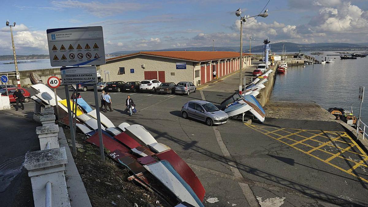 Vista de las instalaciones del puerto de Lorbé. |   // CARLOS PARDELLAS