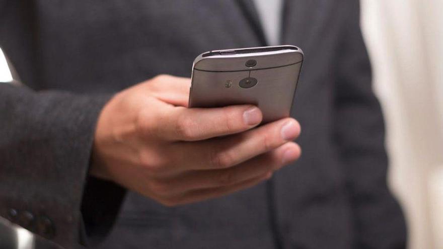 Salud Informa sustituye el teléfono de pago por 3 números fijos para atención