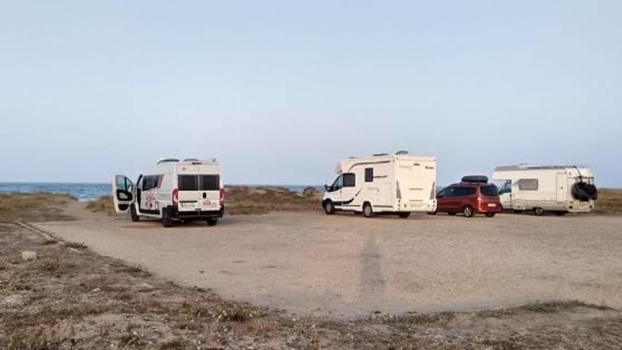 La Devesa recuerda que no se puede acampar junto a la playa