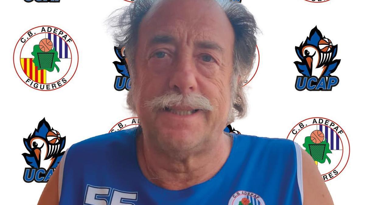 El jugador de l'equip de veterans del Club Bàsquet Adepaf, Jaume Quintana Ordeix