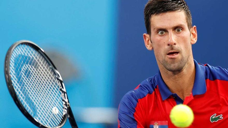 """""""Justicia divina"""": las redes se cachondean de Djokovic tras su ataque de ira en la pista"""