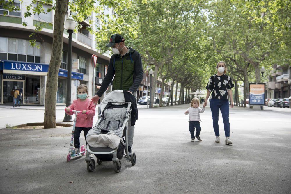 Els menors de 14 anys poden sortir a passejar una hora al dia acompanyats d''un adult