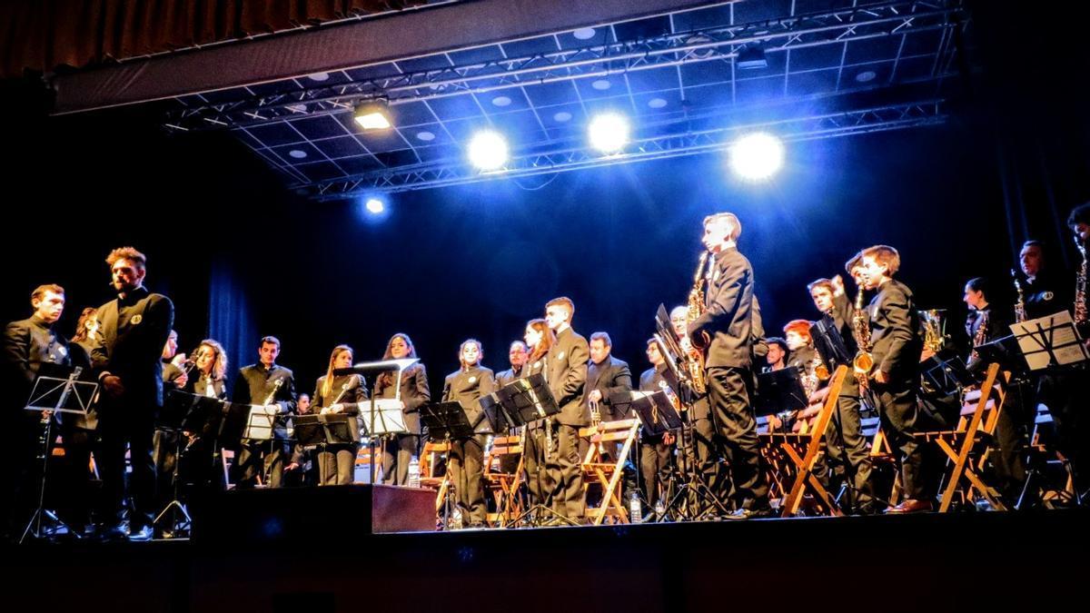 Banda de música Monesterio-Cabeza la Vaca en el auditorio municipal