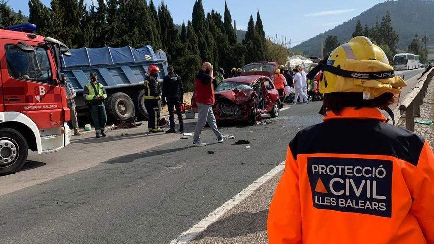 Un muerto en un choque frontal de un turismo y un camión en Andratx