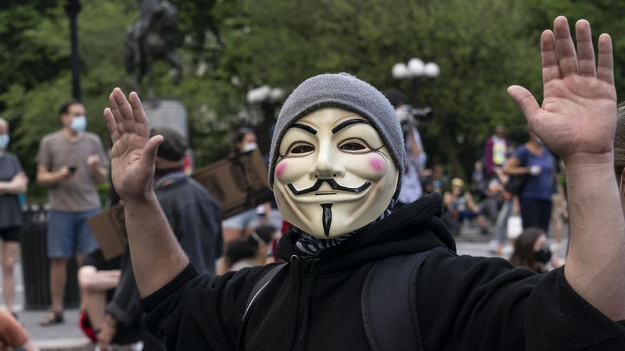 Anonymous hace que 'Fuck tha police' suene en la radio de la policía de Chicago