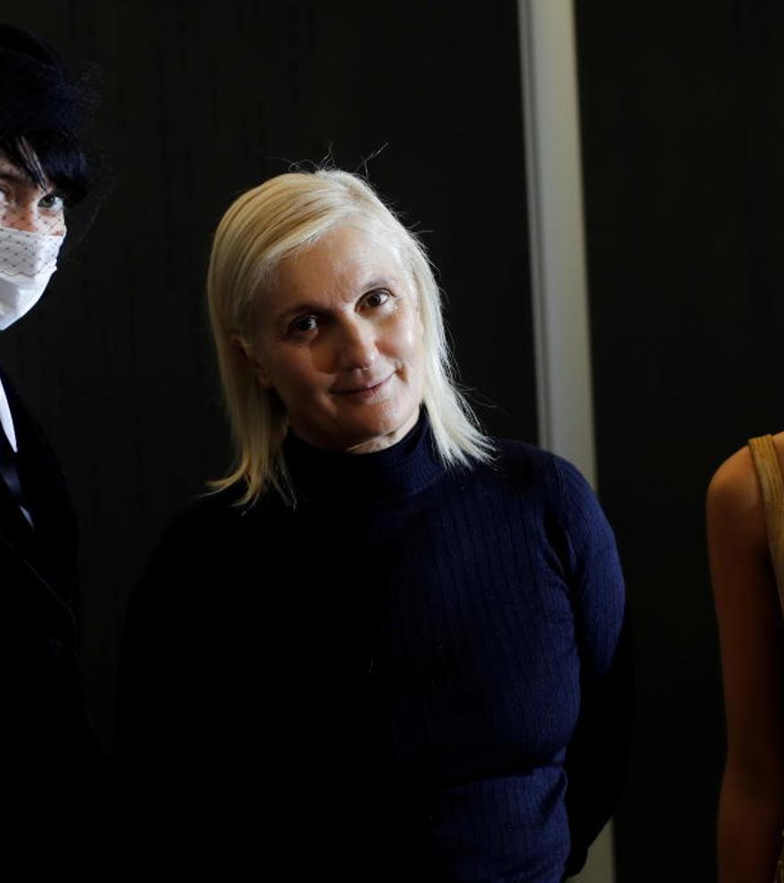 Dior y Schiaparelli se ponen supersticiosos en la Alta Costura parisina