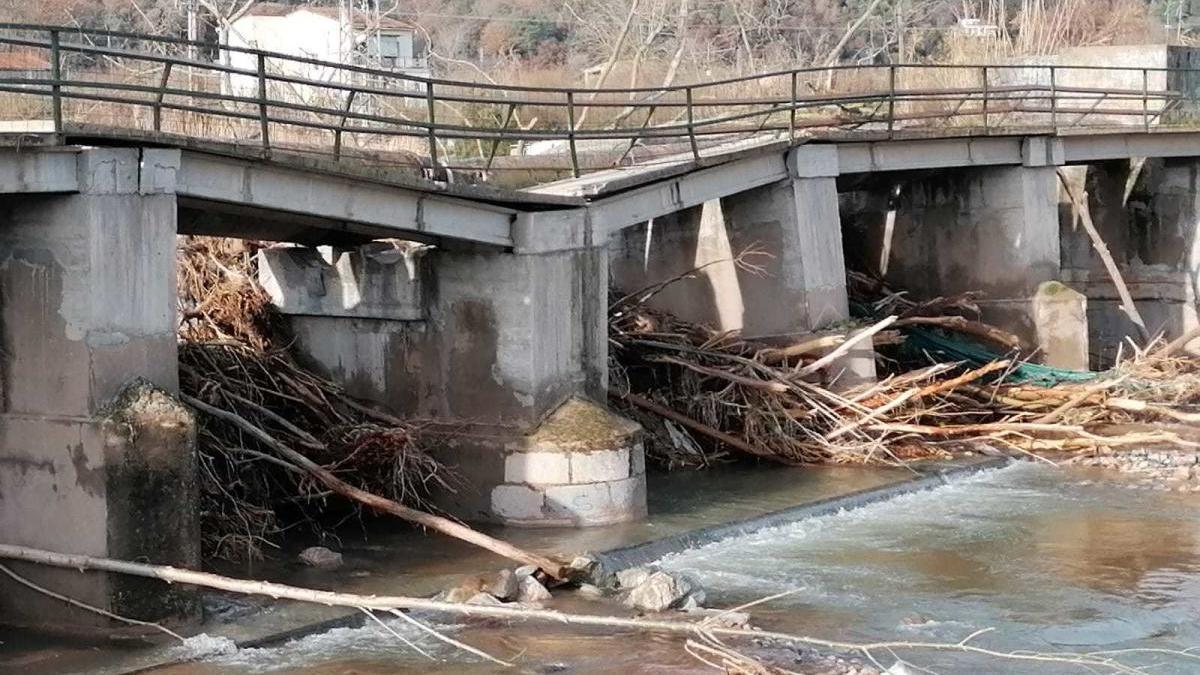 El pont de la Riera d'Osor, a Anglès, destrossat pel temporal