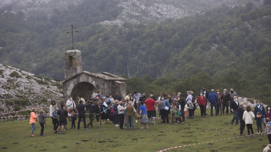 La fiesta del Pastor más reivindicativa contra el lobo en Vega de Enol