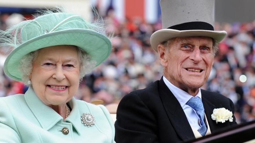 Mor Felip d'Edimburg, l'home que va caminar durant 70 anys darrere d'Isabel II
