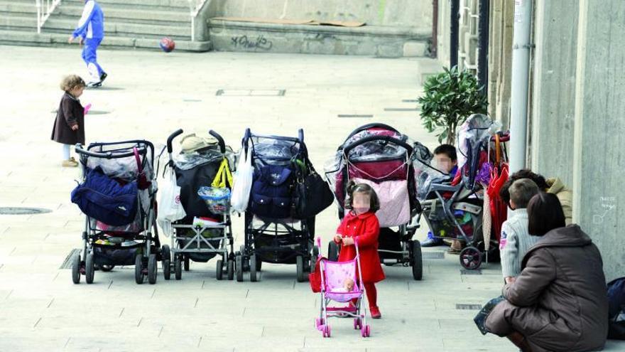 El perfil de las madres que dan en adopción sus hijos en Galicia