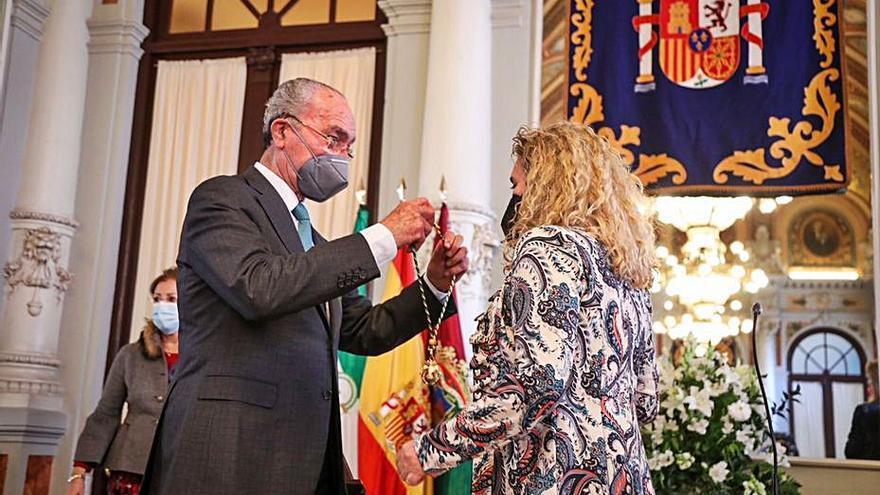 Remedios Ramos toma posesión de su acta de concejal