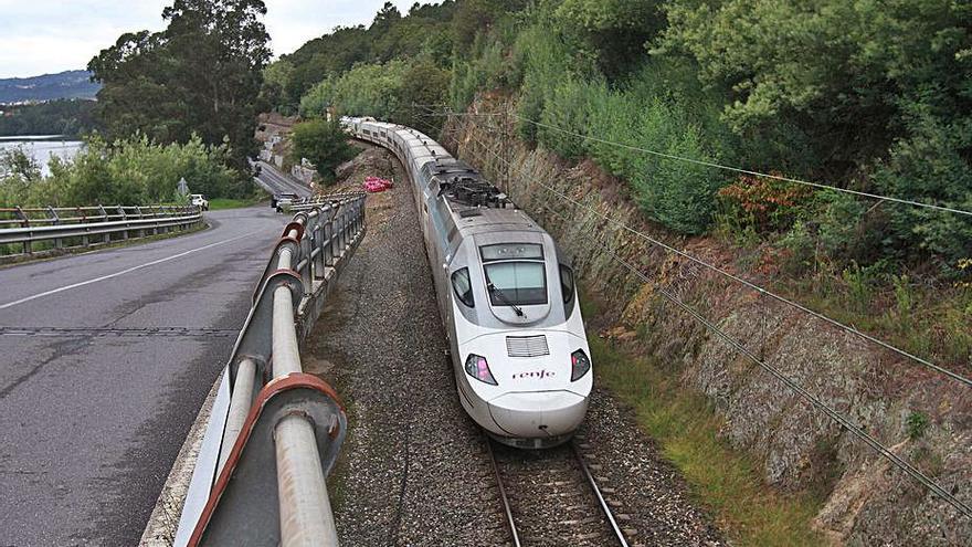 Licitada por 33 millones la mejora de la vía de Ourense a Monforte