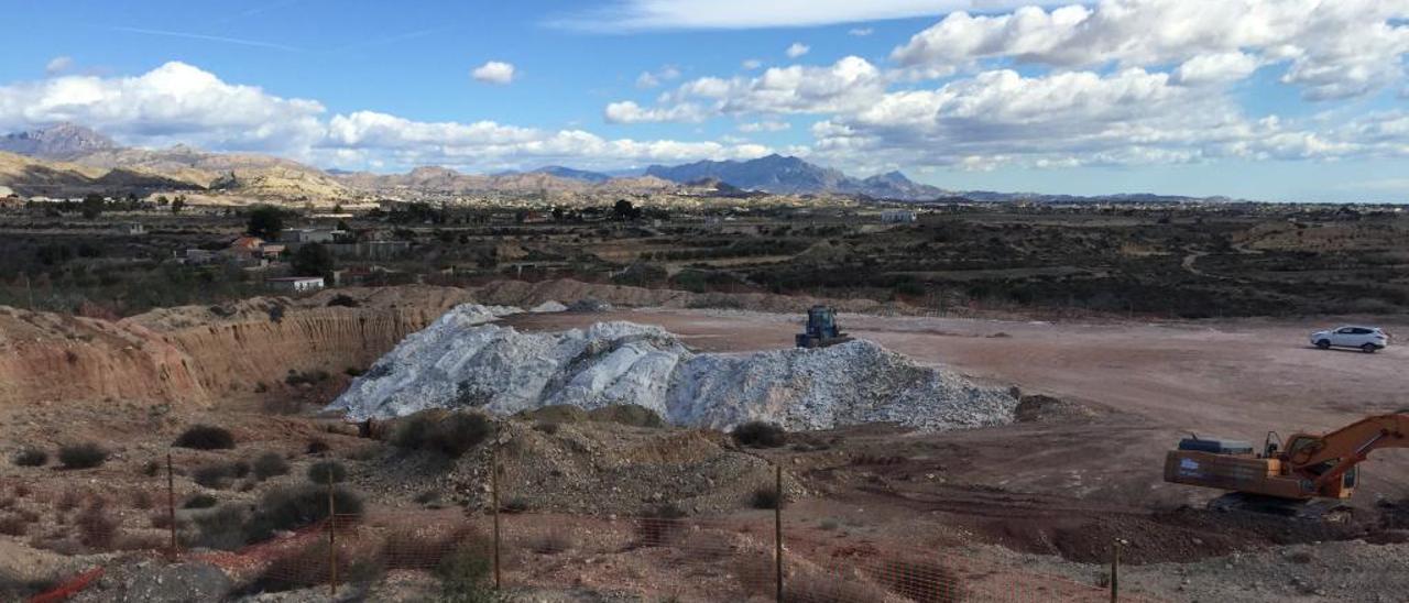 El mármol empieza a restaurar paisajes degradados con sus propios residuos