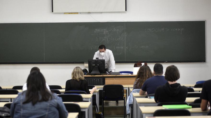 La UMU convoca 185 plazas de empleo público para docentes y PAS