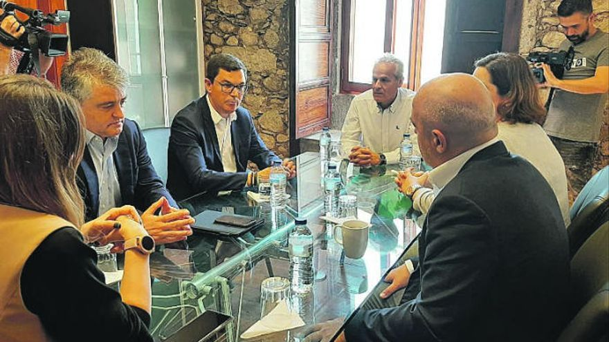 Pablo Rodríguez se reúne con la FEHT
