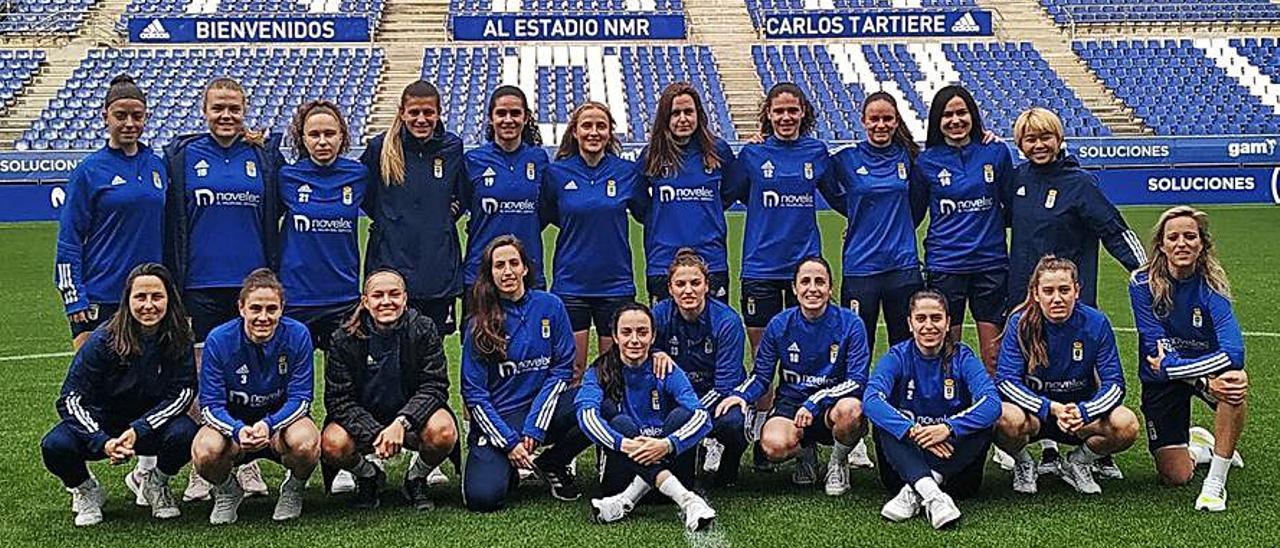 La plantilla del Real Oviedo Femenino, en el Tartiere.  