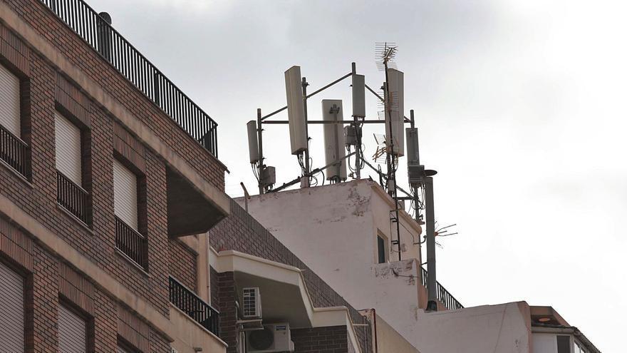 El TSJ da instrumentos a Elche para limitar las antenas de telefonía
