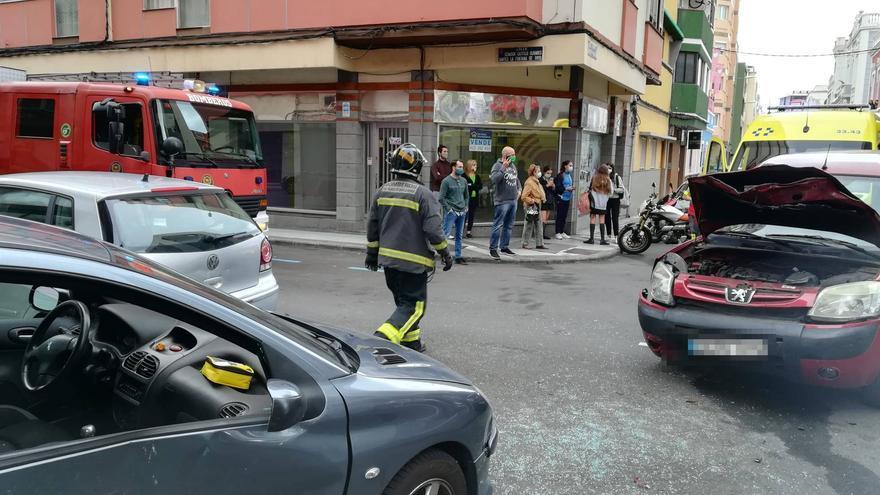 Choque entre dos vehículos en Obispo Rabadán