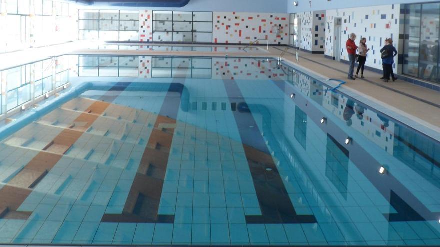 El Campello pospone a 2021 el concurso para abrir la piscina acabada en 2017