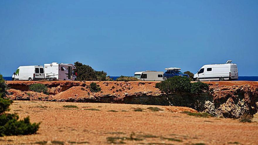 Santa Eulària «desconocía» el aumento de caravanas acampadas en Pou des Lleó